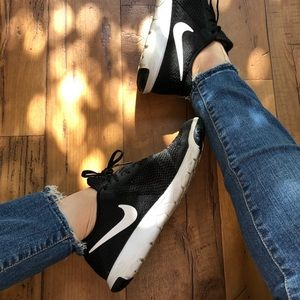 Nike Black and White Athletic Shoes size 8.5